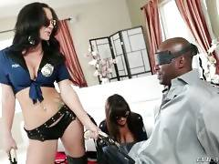 Lexington Steele is used to pay his debts and he`s ready to do the payment the way Lisa Ann wants.