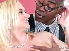 Hot wifie is going to cheat on her husband with his black boss.